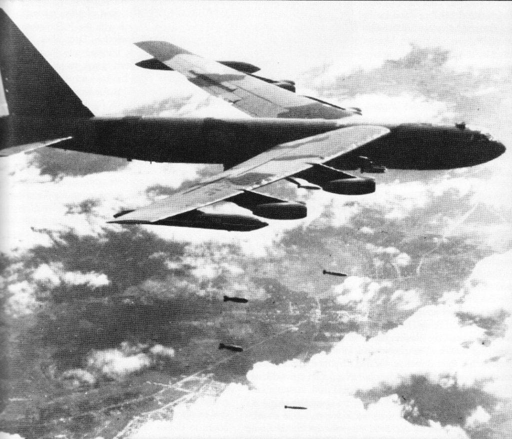 bombardér B-52 v akci